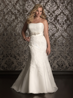 Luxurious wedding gown for bridals pictures