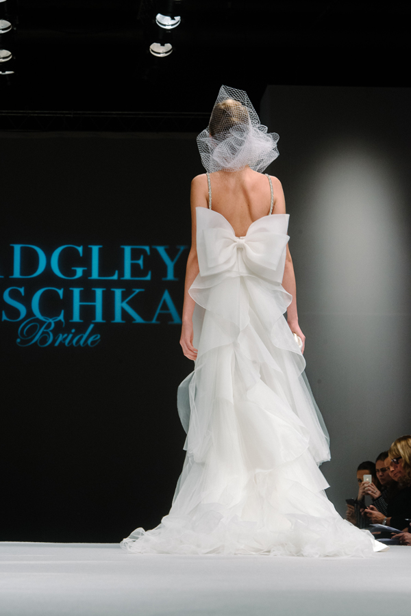 2-bow-wedding-gown-badgley-mischka-002