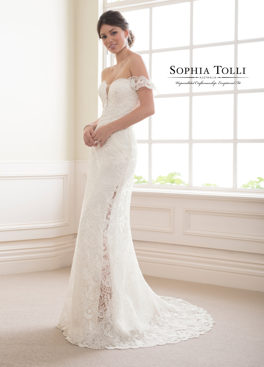 lace-and-satin-gown-Y21813-B Garnet